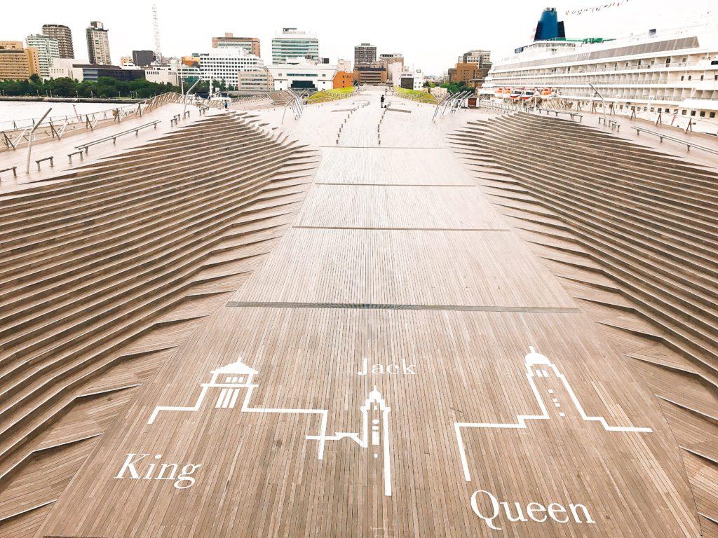 横浜港大さん橋国際客船ターミナルの屋上くじらのせなか