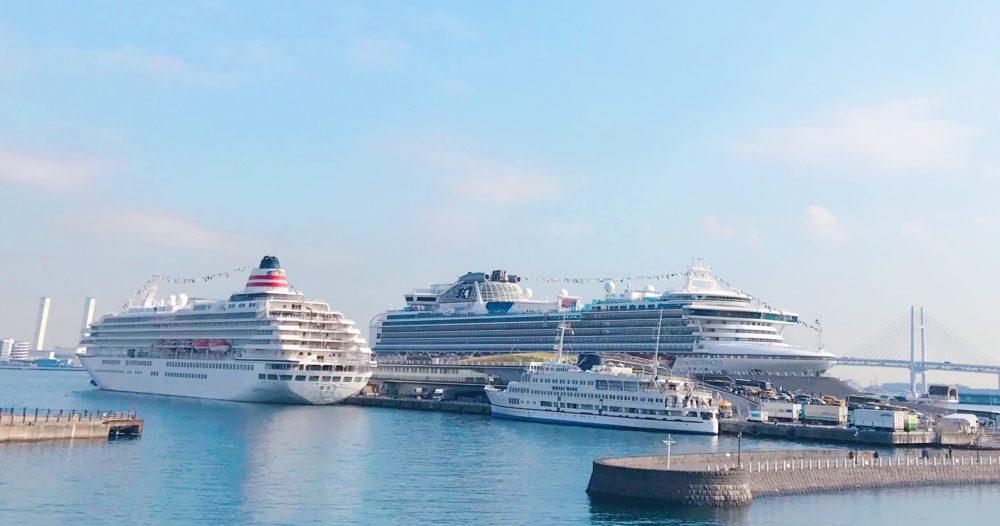 横浜港大さん橋国際客船ターミナルに停泊中の飛鳥Ⅱとダイヤモンドプリンセスとロイヤルウイング