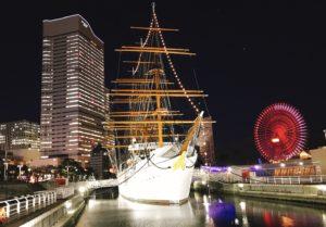 日本丸メモリアルパークとみなとみらいの夜景