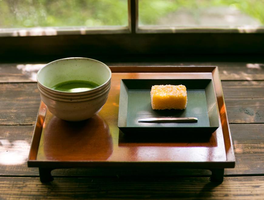 平戸蔦屋のカスドースとお茶