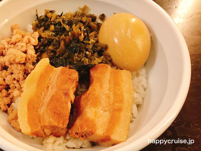 横浜中華街にある秀味園の人気メニューのルーローハン